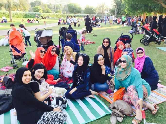 Piknik menunggu kembang api di peringatan 43rd Anniversary UAE..!