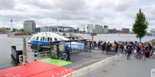 foto 14 veerpont het IJ Amsterdam. Pic is courtesy of Metronieuws