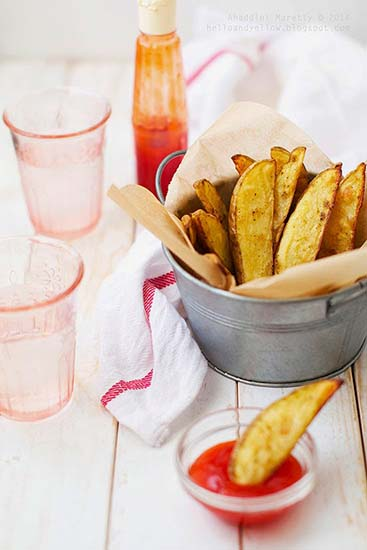 Spicy Potato Wedges (http://helloandyellow.blogspot.com/2014/11/spicy-potato-wedges.html)