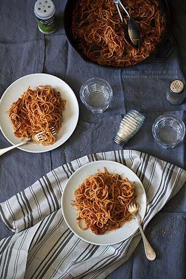 Meat Sauce Spaghetti (http://helloandyellow.blogspot.com/2015/04/meat-sauce-spaghetti.html)