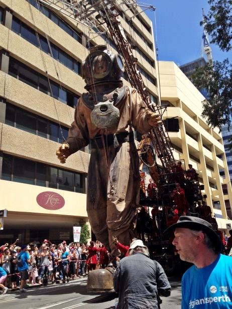 Perth events The Giants parade bagian dari Perth International Arts Festival