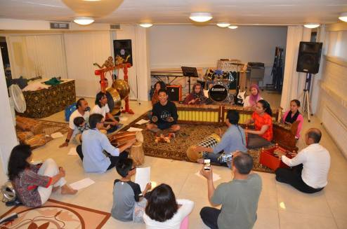 Latihan gamelan (pic from Indonesian Embassy in Helsinki Facebook page)