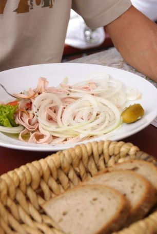 urstsalat%2C sausage salad%2C salah satu makanan di Bavaria