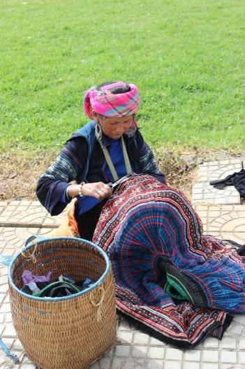 Hmong membuat rok