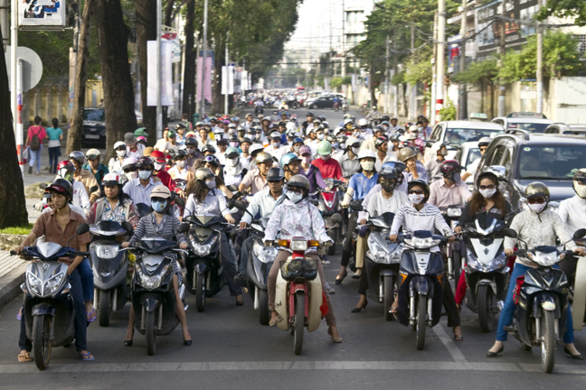 motor-bike-rush-hour-ho-chi-minh-city-vietnam