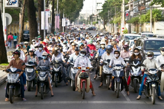 motor-bike-rush-hour-ho-chi-minh-city-vietnam