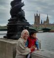 Foto 1. berdua bersama Athar dinaungi cuaca gloomy-nya London (1)