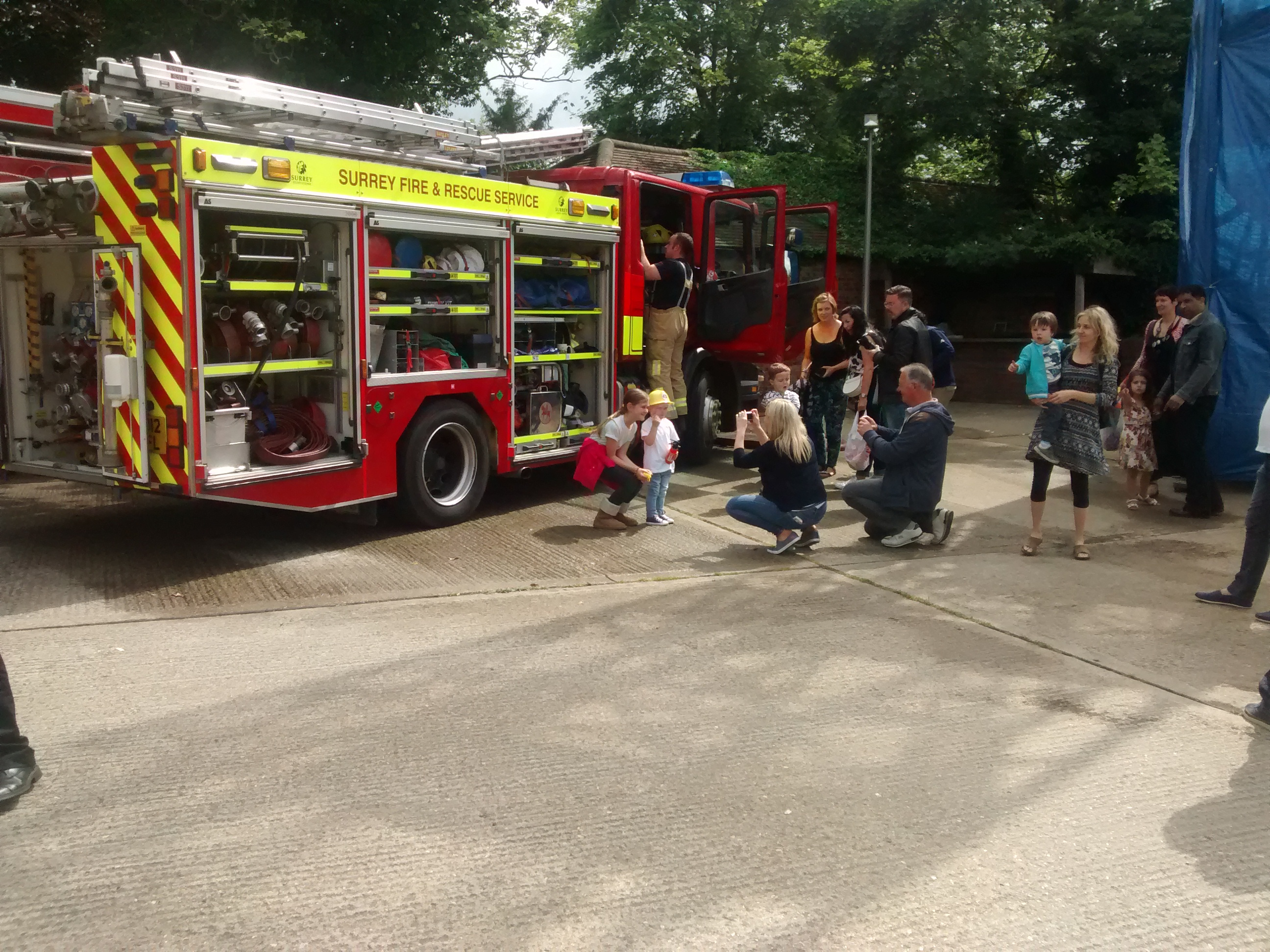 Foto 12. Open day Fire Station berarti anak-anak boleh naik truk pemadam kebakaran