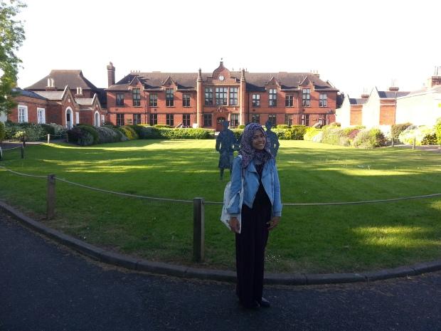 Foto 15. Foto di depan Strodes College, egham