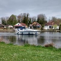 Pemandangan Sungai Thames dari Runnymede Park