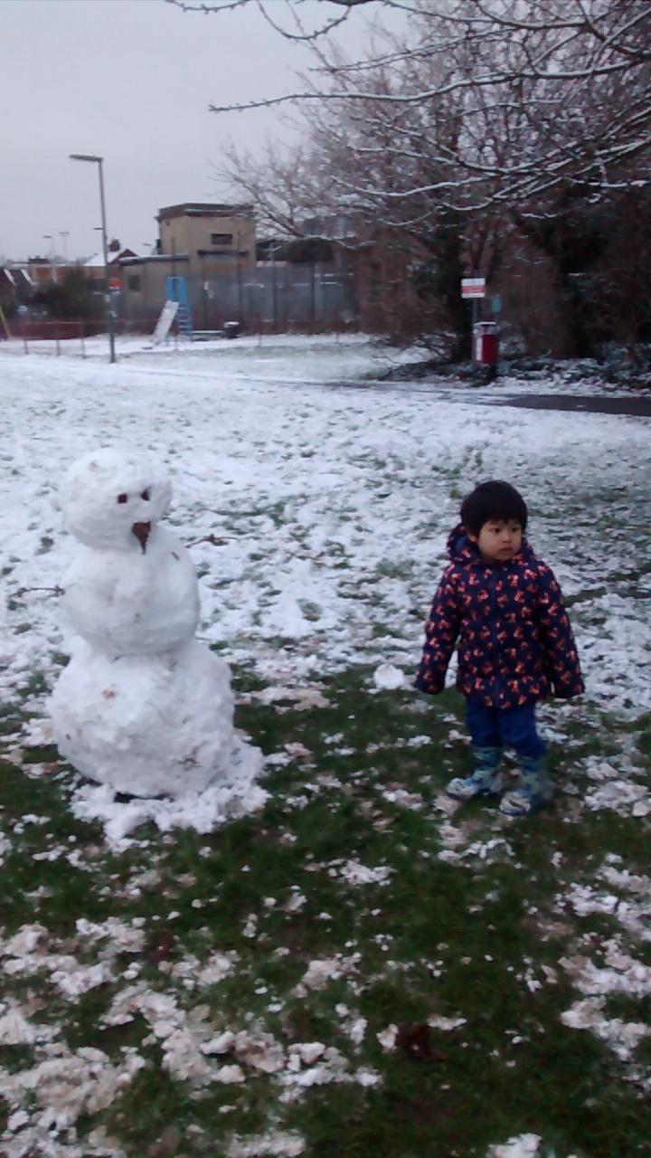 Foto 24. Alhamdulilah sempat membuat snowman dari salju yang tipis