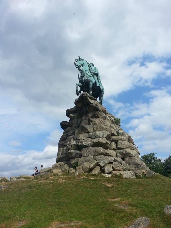 Foto 27. Patung king George yang menandai dimulainya jalur the Long Mile