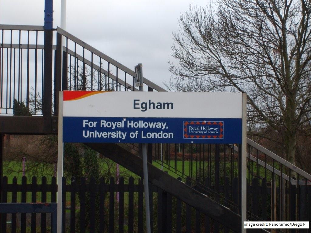 Foto 3b Egham Train Station Panoramio