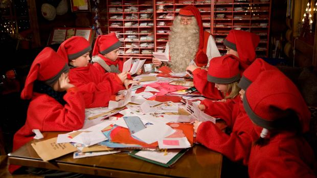 santa-elves-santa-claus-main-post-office-rovaniemi-1c2a9visitrovaniemi-fi