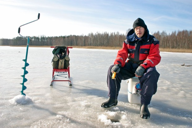 seasons_march_730_ice_fishing_zanderland_finland