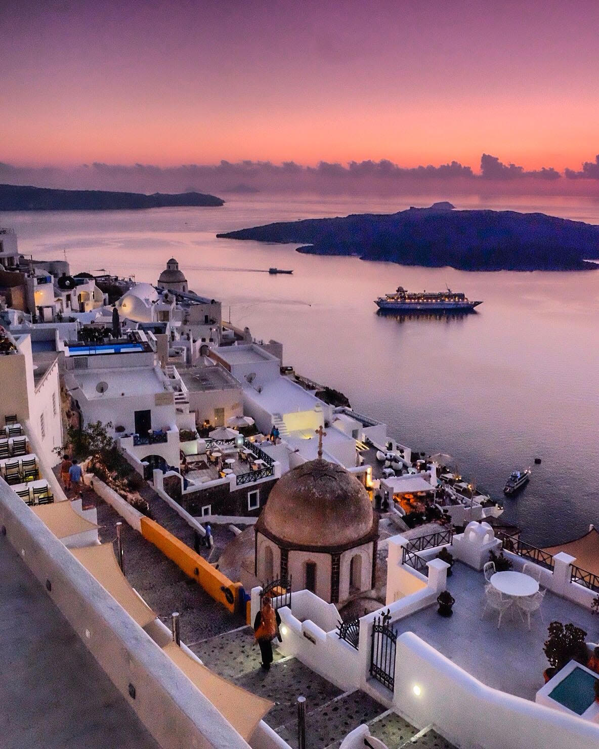 sunset-view-from-fira-ibukota-santorini