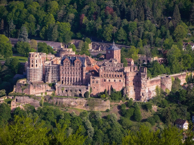 schloss-heidelberg-famous-castle-in-germany