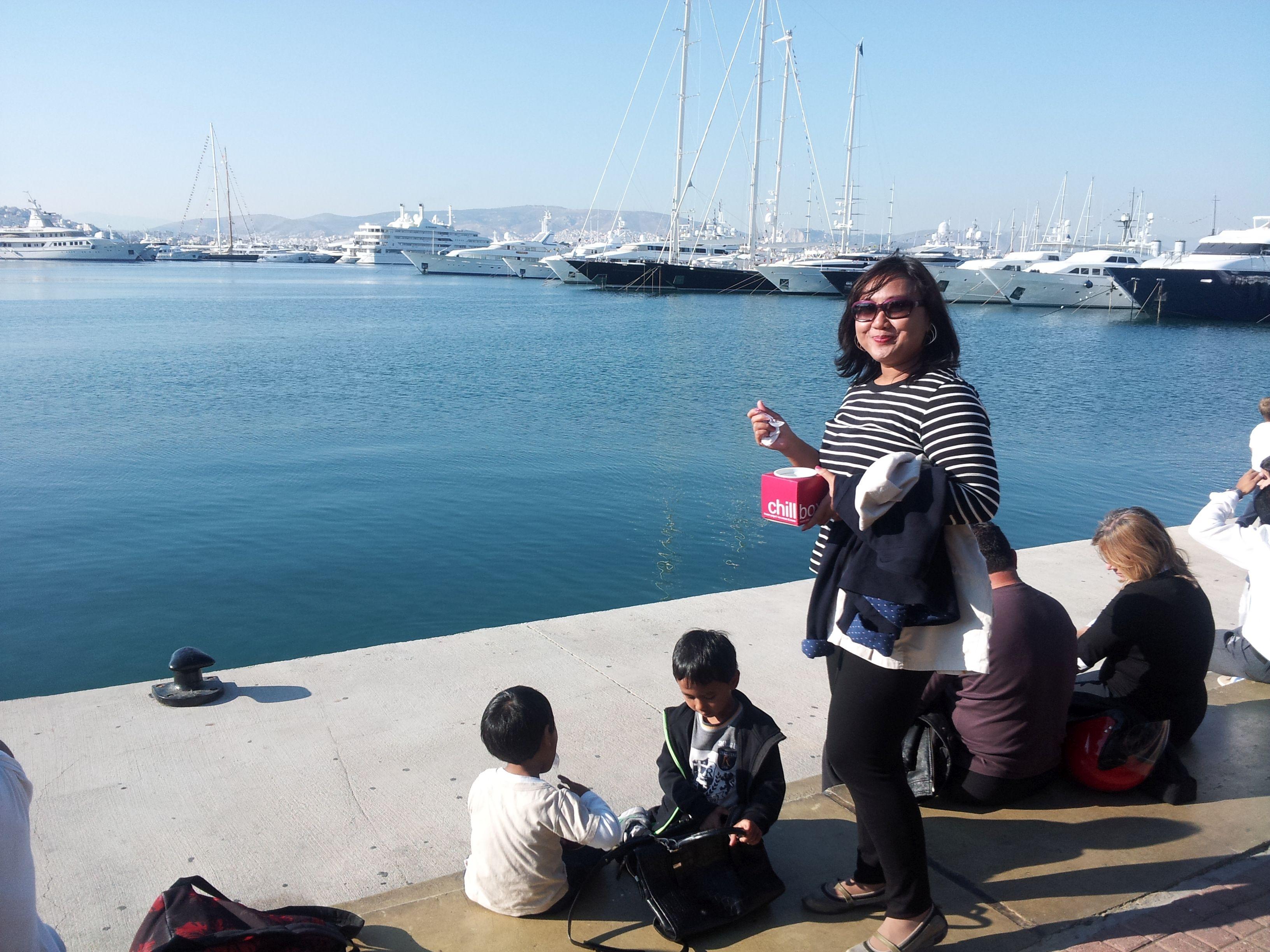 marina Flisvos di utara kota Athena, tempat hangout di tepi laut