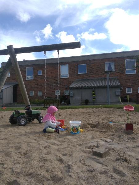 2)Playground di area perumahan di Aalborg Ost
