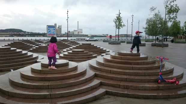 7) Bermain di Aalborg waterfront